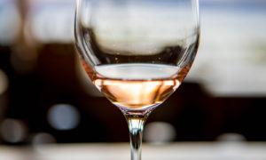 Consejos sobre vino y cómo disfrutar del verano